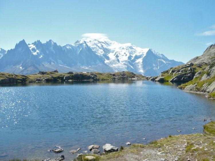 Kolejne jezioro, tym razem z widokiem na Mont Blanc – Lac Des Chéserys.