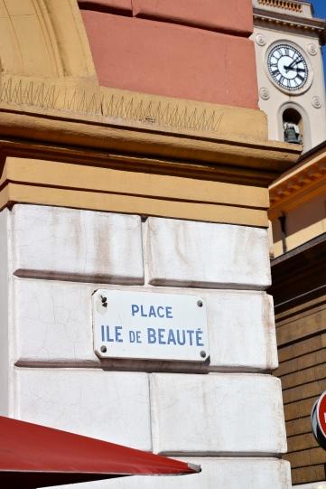 …oraz plac – Wyspa Piękna. Tak nazywana jest przez Francuzów Korsyka. …et une place – Île de Beauté.