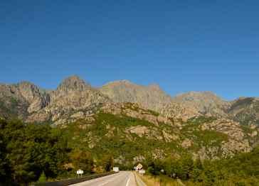 Kierunek Porticcio (w pobliżu Ajaccio) i pole namiotowe Benista. Direction Porticcio (près d'Ajaccio) et le camping Benista.