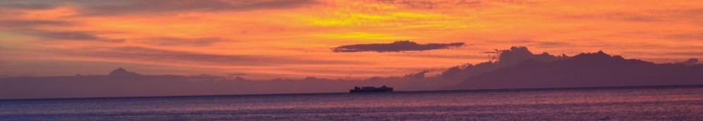 Pobudka o wschodzie słońca dopływając do Bastii. Le réveil matinal en arrivant à Bastia.