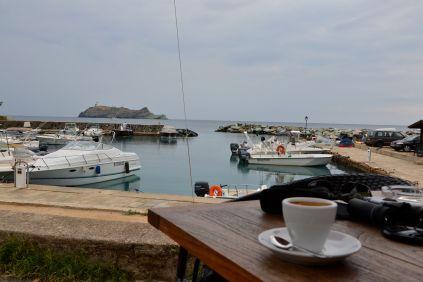 Przerwa na kawę w Barcaggio. Pause café à Barcaggio.