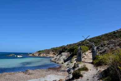 Przystanek na plaży w drodze do latarni morskiej. Un arrêt à la plage sur la route du phare.