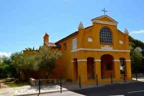 Kierując się do centrum Ajaccio mijamy Kaplicę Greków. En nous dirigeant vers le centre d'Ajaccio nous passons à côté de la Chapelle des Grecs.