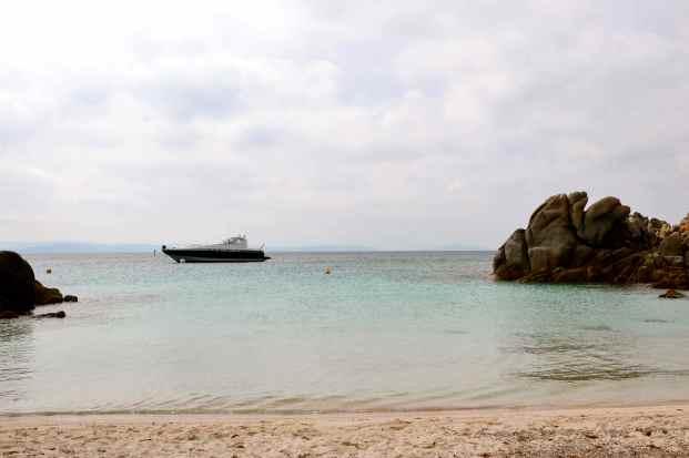 Przerwa na plaży i mała eksploracja wodnej przestrzeni… Pause à la plage et une expédition vers les profondeurs…