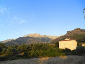 Czas na pierwszy nocleg na Korsyce w ramach GR20. Jutro budzik nastawiony na 4.31 i śniadanie w restauracji o 5.30.