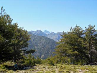 Obracając się i kierując wzrok na południe można dostrzec (po raz pierwszy podczas GR20) szczyt – Paglia Orba (2525 m) oraz masyw Monte Cinto (2706 m).