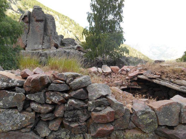Pierwsze podejście na 1627 metrów i zejście około 200 m w stronę owczarni Mandriaccia (1460 m).