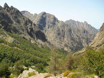 Widok w stronę Punta di Spasimata oraz Capu a u Carrozzu.