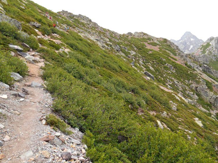 Podejście na zachodnim zboczu masywu Muvrella w stronę przełęczy Bocca di Stagnu (2010 m).