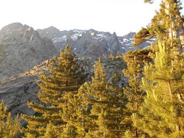Widok na Cirque du Trimbulacciu oraz masyw Monte Cintu.