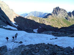 Po prawej – Punta Missoghiu (2201 m).