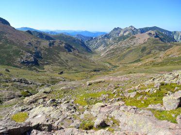 Widok na dolinę, skąd źródło bierze najdłuższa rzeka Korsyki – Golu.