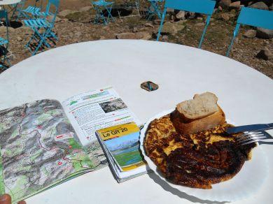 Popołudniowy posiłek – omlet z serem brocciu.