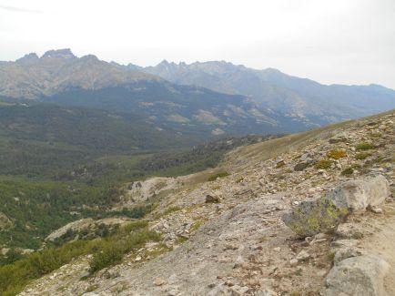 Kolejne spojrzenie na masyw Paglia Orba i Monte Cinto.