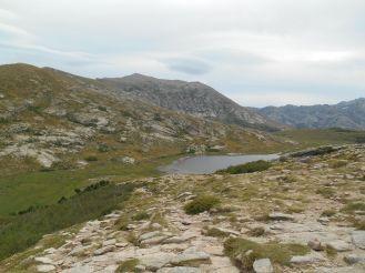 Pierwsze spojrzenie na słynne korsykańskie jezioro Lac de Nino. Zdjęcia z zeszłorocznej wycieczki do jeziora Nino znajdują się również we wcześniejszym wpisie (Corsica Trip).