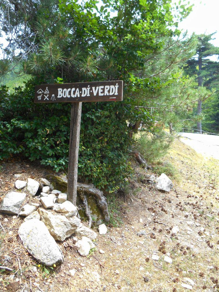 Przełęcz Bocca di Verdu, przy której znajduje się pole namiotowe i możliwość posiłku oraz noclegu. W ten sposób można tez skrócić ten długi etap. Decyduje się na kontynuowanie szlaku.