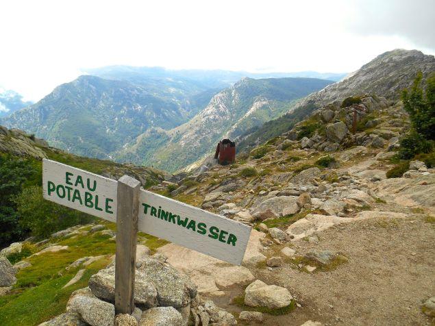 Po przybyciu do schroniska wybieram miejsce na namiot (z widokiem na Monte Incudine (Alcudina – 2134 m).