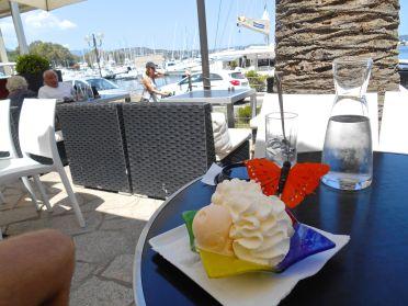 W zeszłym roku zatrzymaliśmy się w portowej restauracji na wyśmienite lody, tym razem postanowiłem uczcić zakończenie GR20 w podobny sposób.