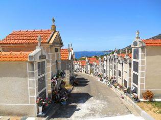 Cmentarz znajdujący się wzdłuż wybrzeża, przy Route des Sanguinaires.