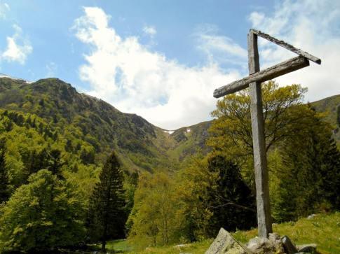 Frankenthal-Missheimle i widok na przełęcz Falimont (1290m). Po lewej stronie - Hohneck.