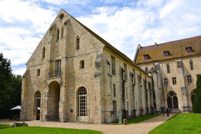 Widoczny budynek służył mnichom jako toalety. Jak przystało na prawdziwą wspólnotę i wyrzeczenie się indywidualizmu, mnisi chodzili również do toalety wszyscy razem o wyznaczonych godzinach.
