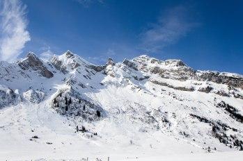 Opuszczam przełęcz Aravis i kieruję się w stronę przełęczy Croix Fry i przełęczy Merdassier, gdzie zatrzymuję się na krótką, pieszą wędrówkę.