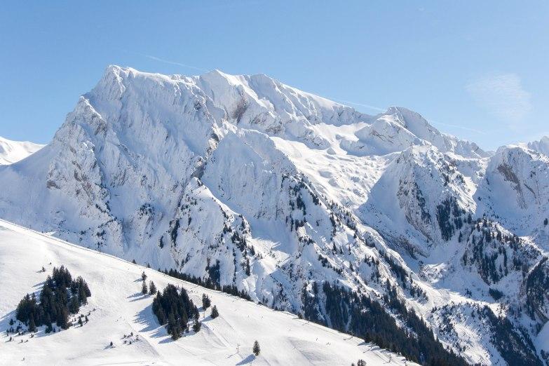 Opuszczam przełęcz Merdassier i kieruję się w stronę miasteczka Manigod, gdzie odbijam w stronę szlaków prowadzących do szczytu L'Etale i Mont Charvin (2407 m).