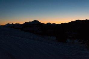 Zachód słońca z widokiem na masyw Aravis.