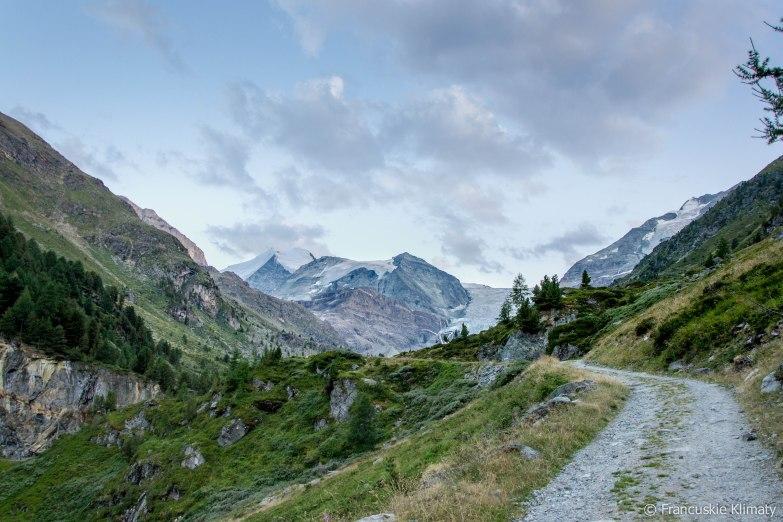 Początek szlaku - Vorder Sänntum (1901 m). Idziemy wzdłuż rzeki Turtmänna w dolinie Turtmanntal (Tourtemagne).