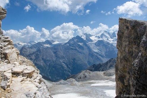 Widok z przełęczy pomiędzy dwoma szczytami Barrhorn.