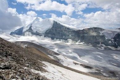 Bishorn i znajdujący się za nim Weisshorn (4506m).