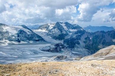Dwa lodowce - Bruneggletscher i Turtmanngletscher oraz masyw Les Diablons.