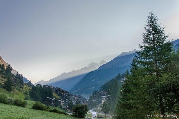 Spoglądając na Zermatt wstecz szlaku.