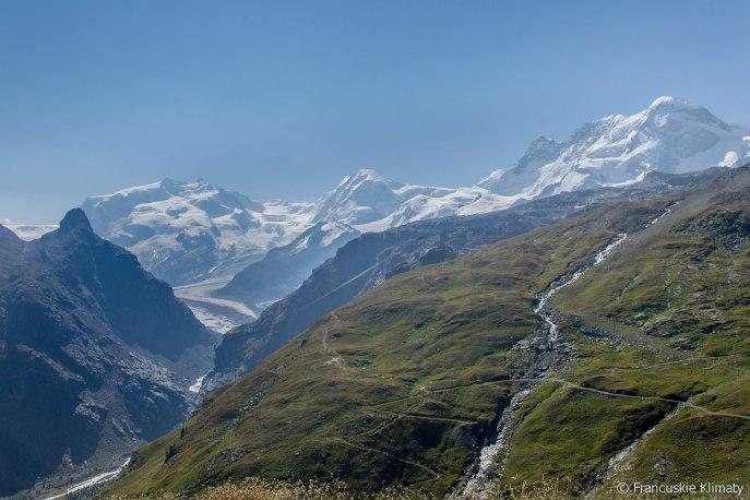 Masyw Monte Rosa (z najwyższym szczytem Szwajcarii - Dufourspitze 4634 m) obok szczyt Lyskamm - 4527 m oraz Breithorn - 4164 m.