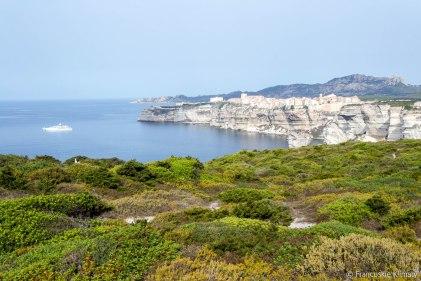 Widok na klify Bonifacio, który przypomniał nam nasze śniadanie sprzed dwóch lat w tym samym miejscu.