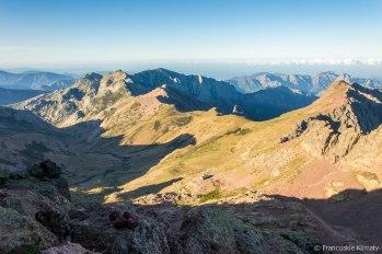 Widok na dolinę Golo oraz schronisko.