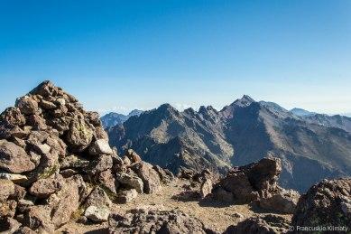 Widok na najwyższy szczyt Korsyki - Monte Cintu (oraz Punta Minuta, Capu Larghia, Punta Crucetta i Capu Falu).