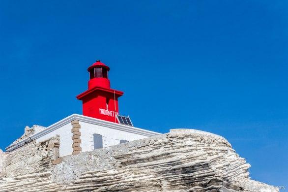 Latarnia morska Madonetta. Została zainaugurowana 15 sierpnia 1854 roku. Jej światło to 4-ro sekundowe, izofazyjne, czerwone błyski. Błysk i przerwa mają ten sam czas trwania.