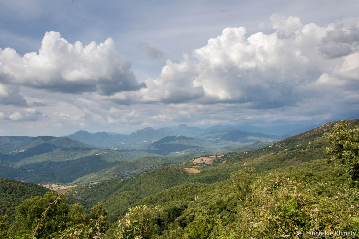 Popołudniu nad masywem Monte d'Oro zbierają się chmury. Kolejne udane wejście i zejście na korsykański szczyt za mną.