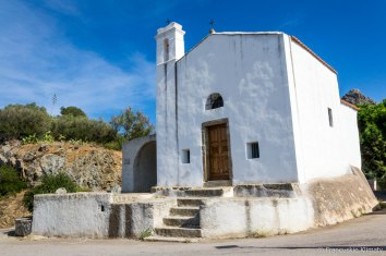 Kaplica napotkana w drodze do Corbary.