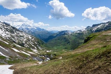 Dolina prowadząca w stronę schroniska Moëde Anterne (1996 m).