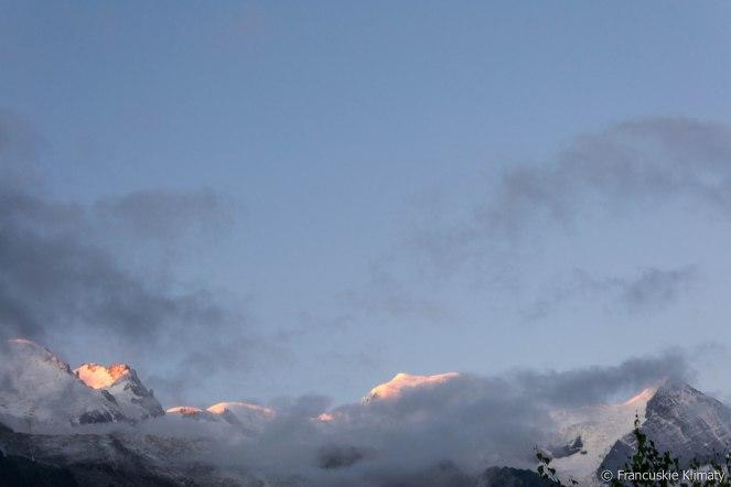 Masyw Mont-Blanc o poranku.