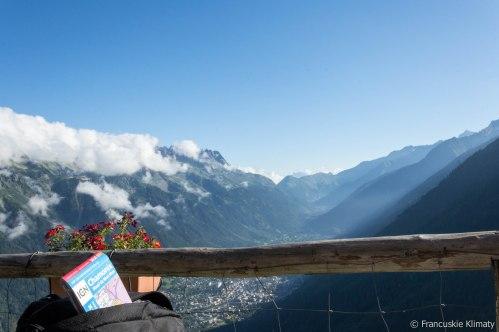 Widok na dolinę Chamonix z Chalet des Pyramides (1895 m).