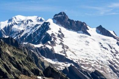 Aiguille des Glaciers (3816 m) i lodowiec Glaciers.