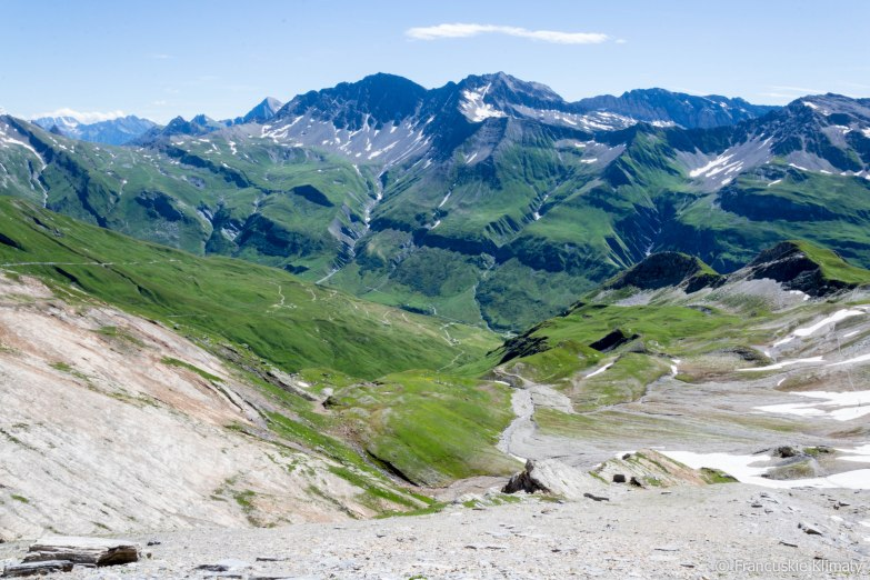 Widok na dolinę, do której będziemy schodzić - Vallée des Glaciers. Po lewej stronie - Col de la Seigne.