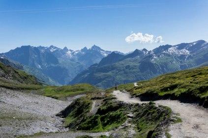 Podejście na przełęcz Seigne (col de la Seigne) - granicę francusko-włoską.