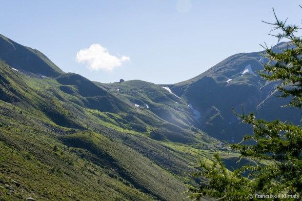 Pierwsze spojrzenie na przełęcz Balme (Col de Balme - 2191 m).