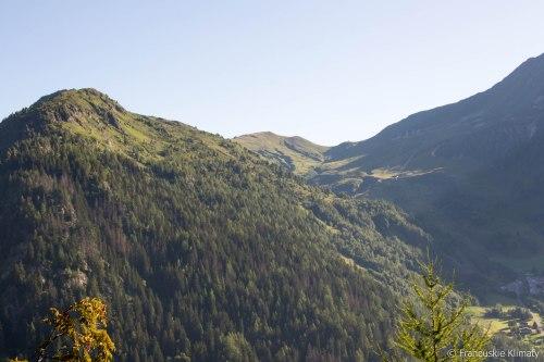 Col de Balme i po lewej stronie Aiguillette des Posettes (2201 m).