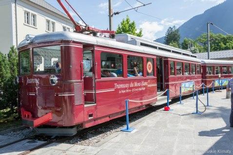 Pociąg Mont-Blanc (Tramway du Mont-Blanc) jest linią kolejową łączącą dworzec w Saint-Gervais (580 m) ze stacją przy lodowcu Bionnassay (2372 m).