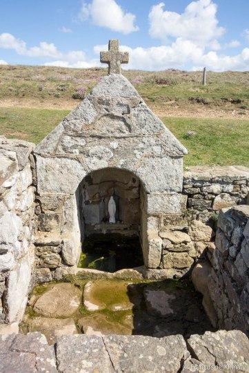 Fontanna znajdująca się w pobliżu kaplicy Saint-They.